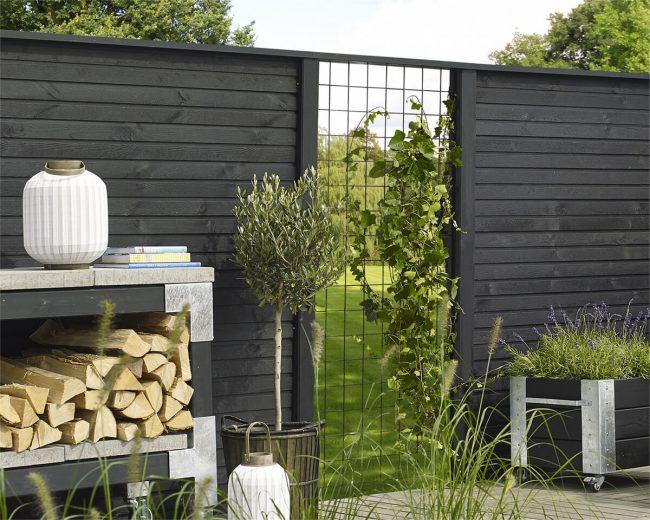 zwarte schutting tuinblog